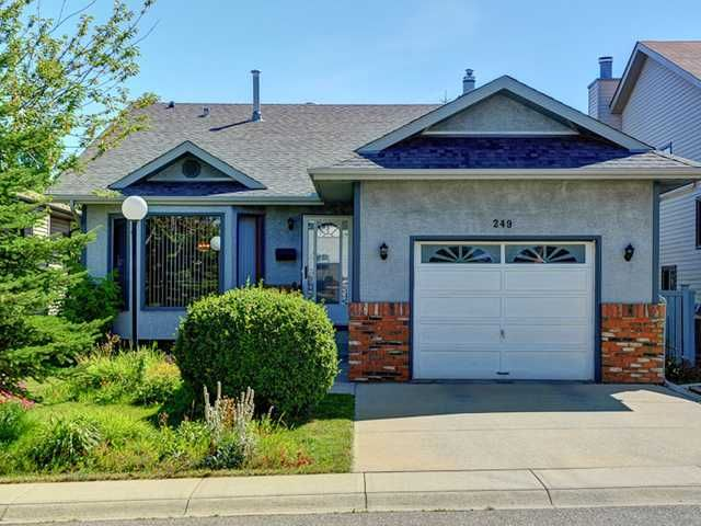 Main Photo: 249 SANDERLING Rise NW in CALGARY: Sandstone Residential Detached Single Family for sale (Calgary)  : MLS®# C3582630