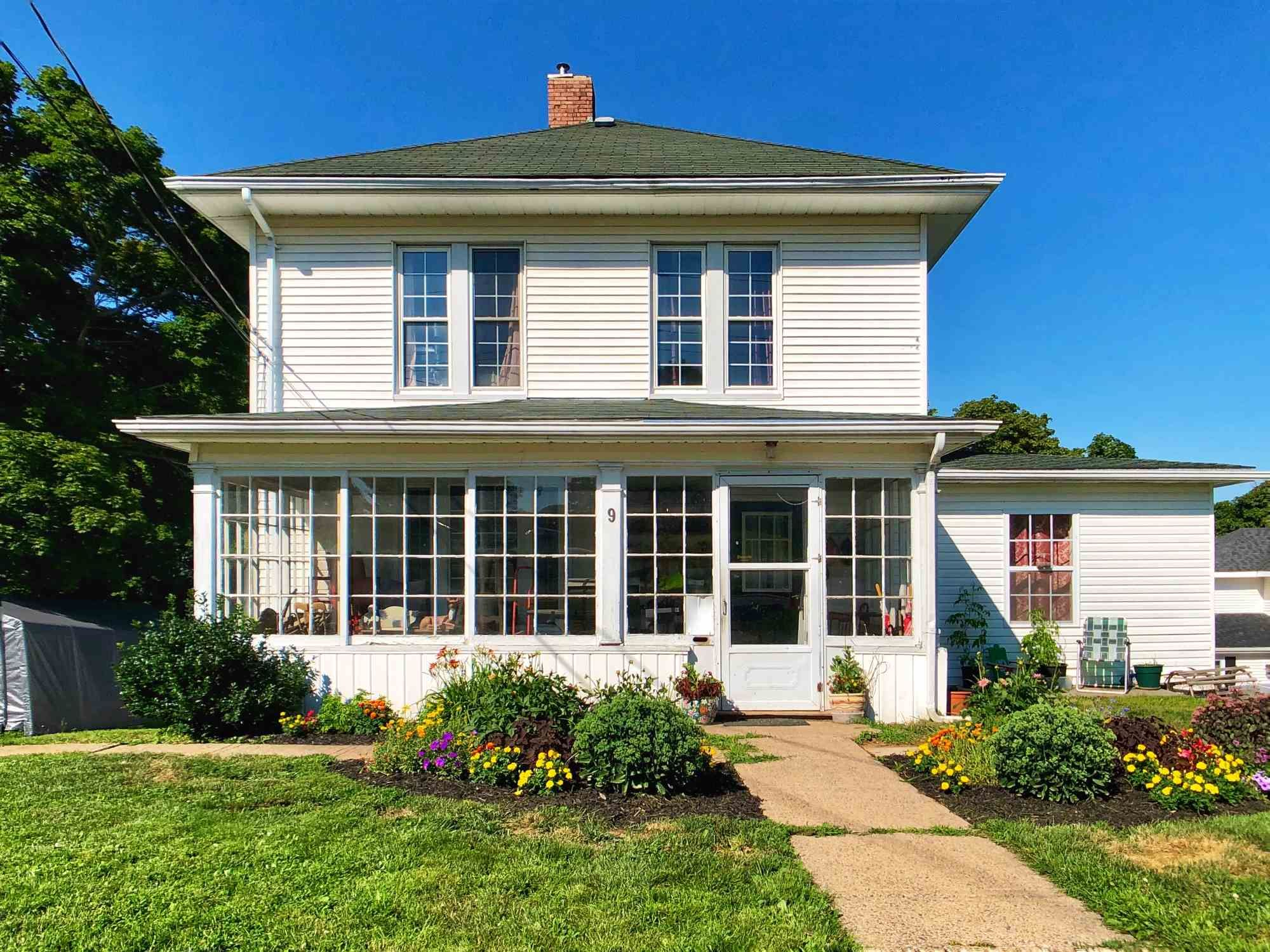 Main Photo: 9 ACADEMY Street in Kentville: 404-Kings County Residential for sale (Annapolis Valley)  : MLS®# 202109203