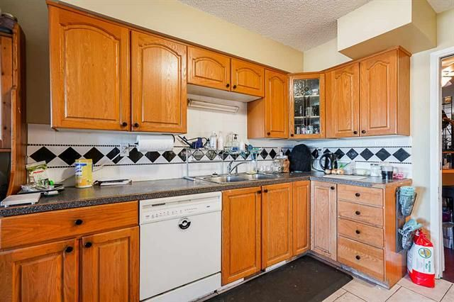Photo 15: Photos: 6644 Canada Way in Burnaby: Burnaby Lake Multifamily for sale (Burnaby South)  : MLS®# R2527595