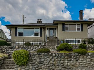 Photo 1: 910 SURREY ST in New Westminster: The Heights NW House for sale : MLS®# V1130286