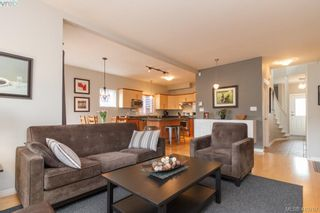 Photo 4: 23 Newstead Cres in VICTORIA: VR Hospital House for sale (View Royal)  : MLS®# 814303