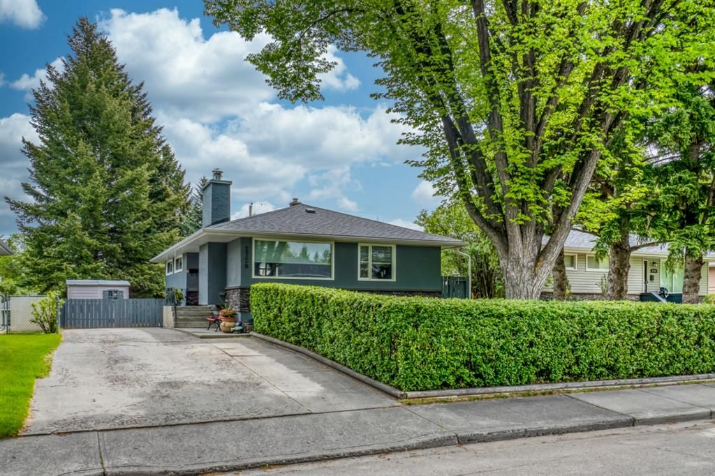 Main Photo: 2728 43 Street SW in Calgary: Glendale Detached for sale : MLS®# A1117670