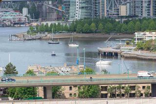 "Photo 3: PH1801 1788 COLUMBIA Street in Vancouver: False Creek Condo for sale in ""EPIC AT WEST"" (Vancouver West)  : MLS®# R2530765"