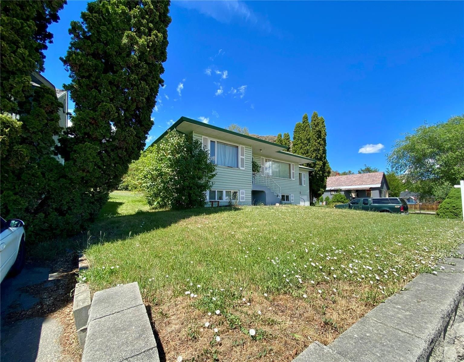 Main Photo: 4007 30 Avenue, in Vernon: House for sale : MLS®# 10235260