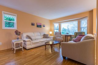 "Photo 2: 18364 63A Avenue in Surrey: Cloverdale BC House for sale in ""Don Christian Elem Area"" (Cloverdale)  : MLS®# R2151811"