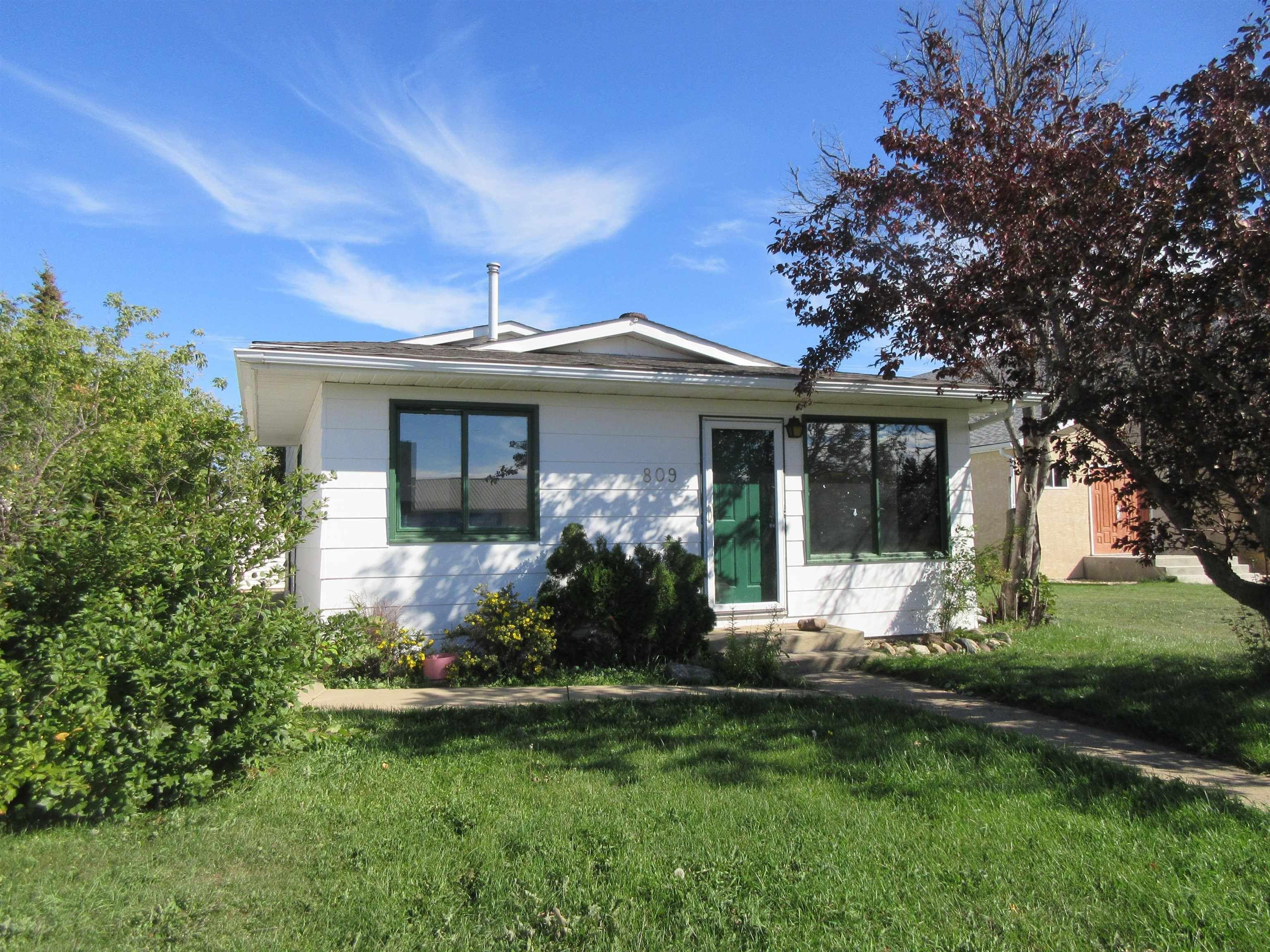 Main Photo: 809 2 Street: Thorhild House for sale : MLS®# E4262355