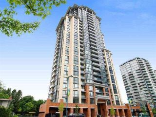"""Photo 2: 2410 10777 UNIVERSITY Drive in Surrey: Whalley Condo for sale in """"CITYPOINT"""" (North Surrey)  : MLS®# R2588021"""