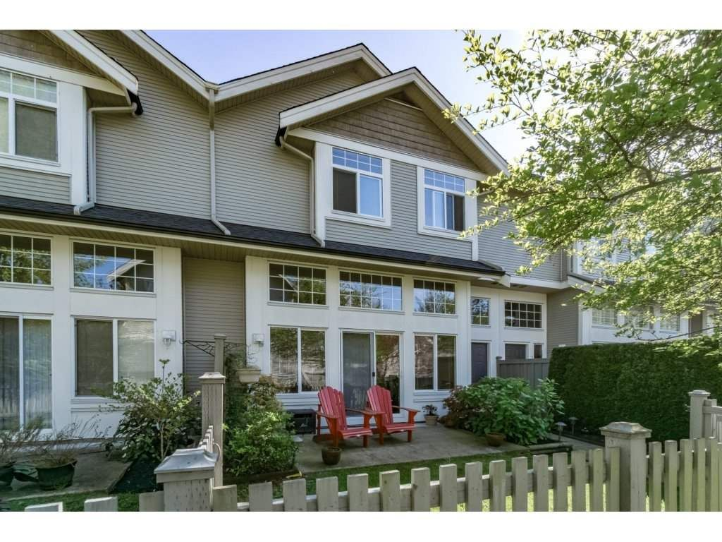 "Main Photo: 30 23343 KANAKA Way in Maple Ridge: Cottonwood MR Townhouse for sale in ""COTTONWOOD GROVE"" : MLS®# R2164744"