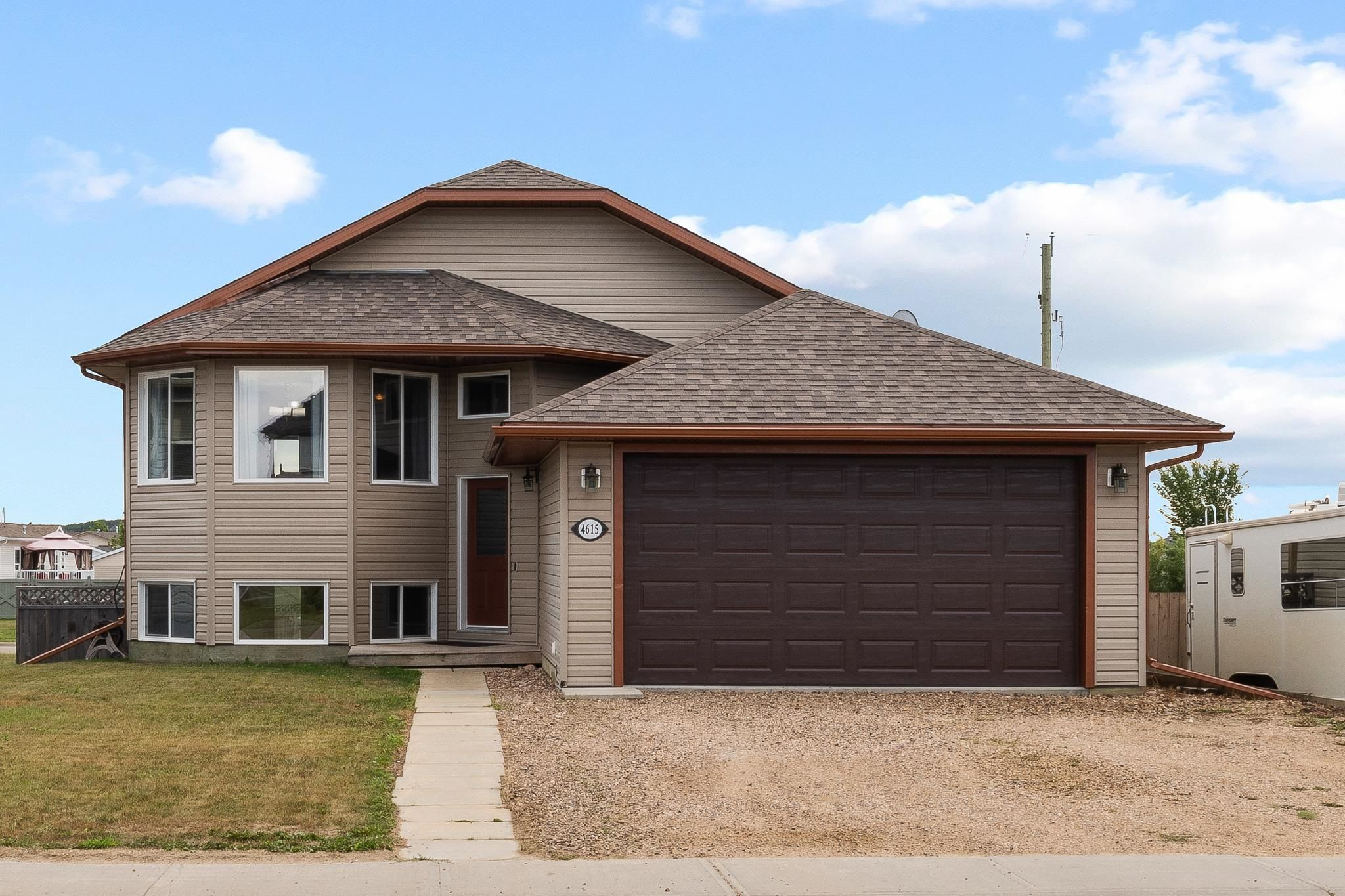 Main Photo: 4615 62 Avenue: Cold Lake House for sale : MLS®# E4258692