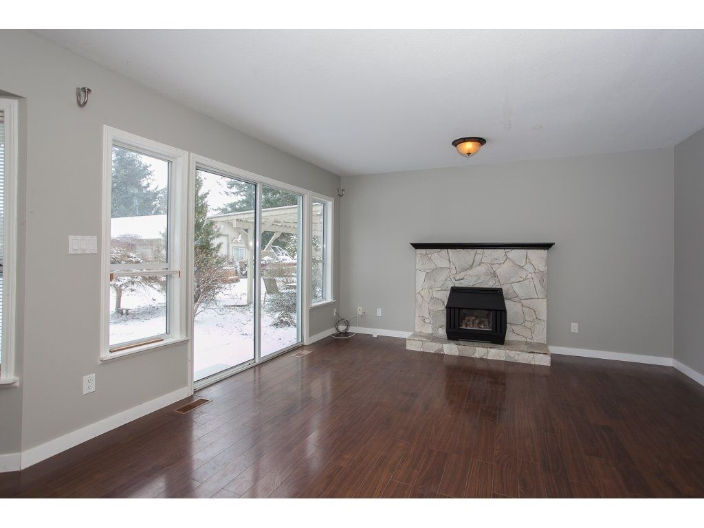 "Photo 12: Photos: 25125 57 Avenue in Langley: Salmon River House for sale in ""Strawberry Hills"" : MLS®# R2136212"