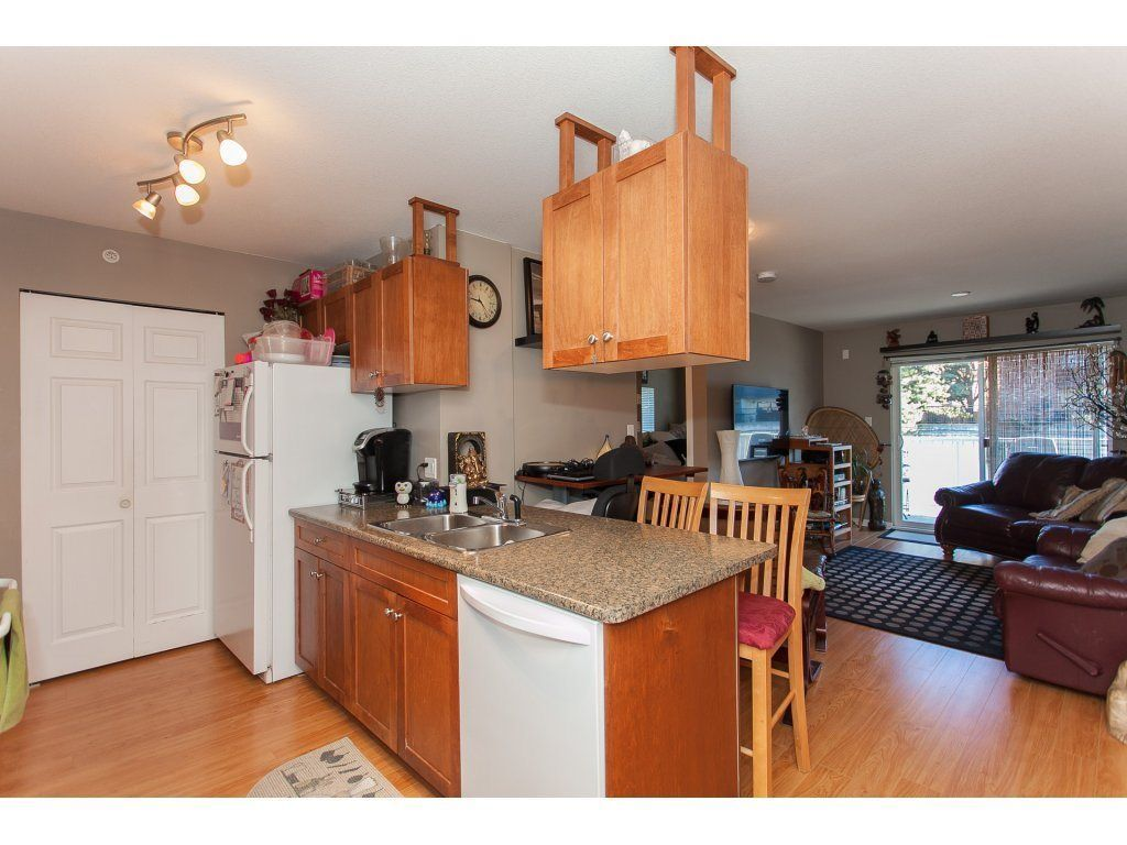 """Photo 8: Photos: 412 33960 OLD YALE Road in Abbotsford: Central Abbotsford Condo for sale in """"Old Yale Heights"""" : MLS®# R2241666"""