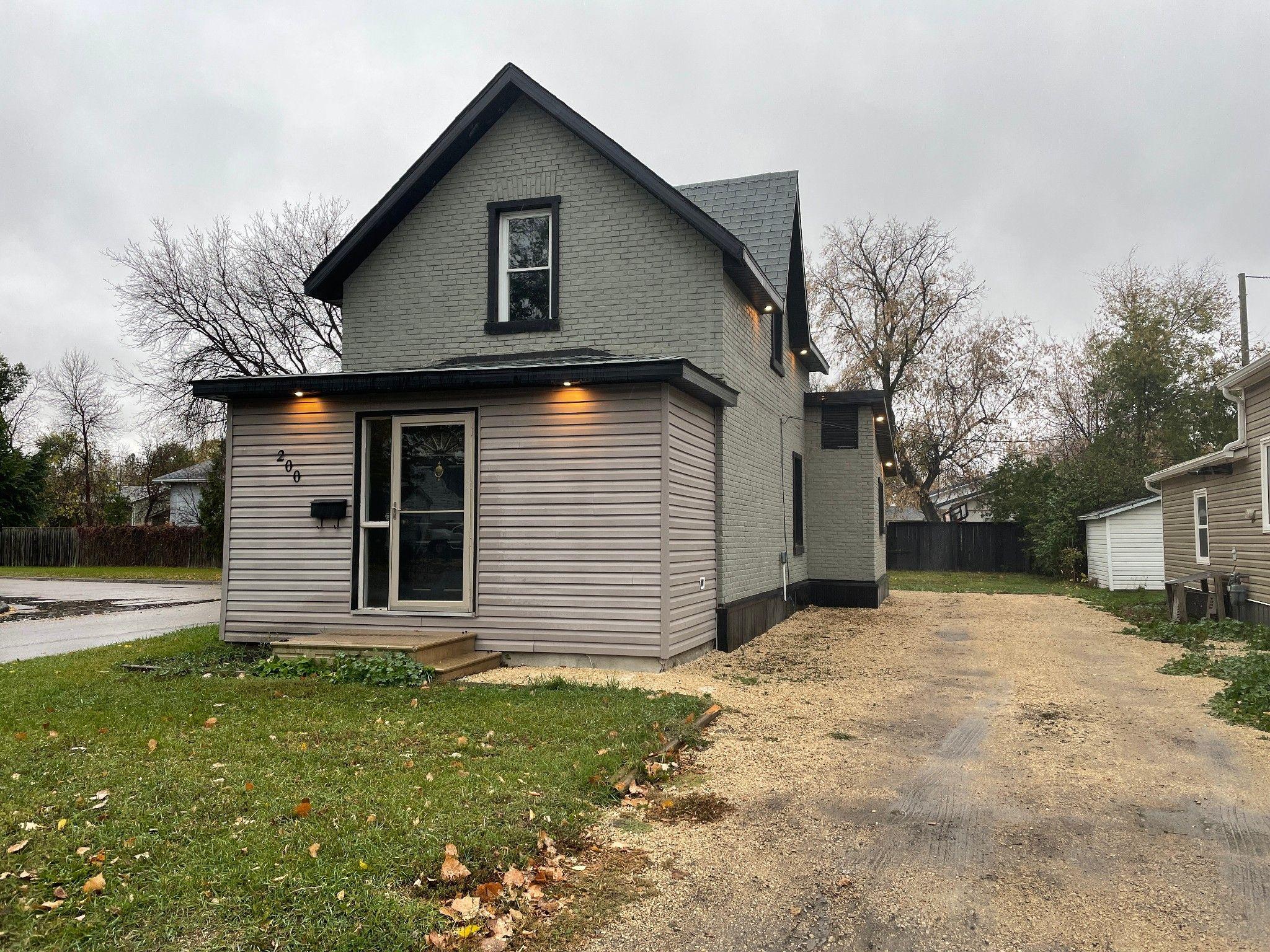 Main Photo: 200 6th Avenue NE in Portage la Prairie: House for sale : MLS®# 202124514