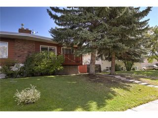Main Photo: 136 QUEENSLAND Drive SE in Calgary: Queensland House for sale : MLS®# C4080286