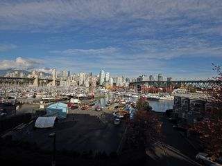 """Photo 5: 404 1510 W 1ST Avenue in Vancouver: False Creek Condo for sale in """"MARINERS POINT"""" (Vancouver West)  : MLS®# V919317"""