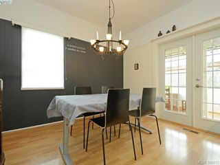 Photo 5: 2750 Belmont Ave in VICTORIA: Vi Oaklands House for sale (Victoria)  : MLS®# 781735