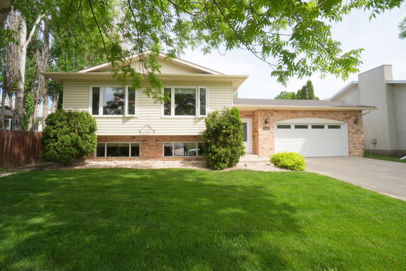 Main Photo: 104 Meighen Avenue in Portage la Prairie: House for sale : MLS®# 202114338