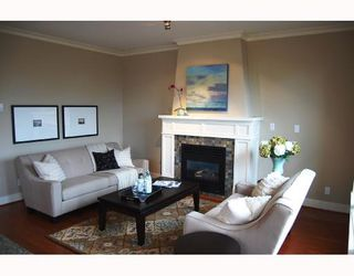 """Photo 7: 281 E QUEENS Road in North_Vancouver: Upper Lonsdale Townhouse for sale in """"QUEENS COURT"""" (North Vancouver)  : MLS®# V659757"""