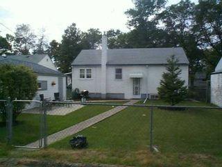 Photo 2: 221 SACKVILLE Street in Winnipeg: St James Single Family Detached for sale (West Winnipeg)  : MLS®# 2513323