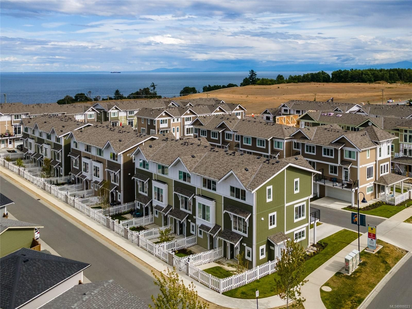 Main Photo: 117 3501 Dunlin St in : Co Royal Bay Row/Townhouse for sale (Colwood)  : MLS®# 888023