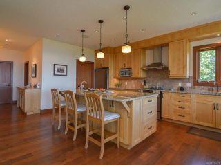 Photo 8: 6472 BISHOP ROAD in COURTENAY: CV Courtenay North House for sale (Comox Valley)  : MLS®# 775472