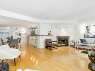 """Photo 8: 2411 W 1ST Avenue in Vancouver: Kitsilano Townhouse for sale in """"Bayside Manor"""" (Vancouver West)  : MLS®# R2191405"""