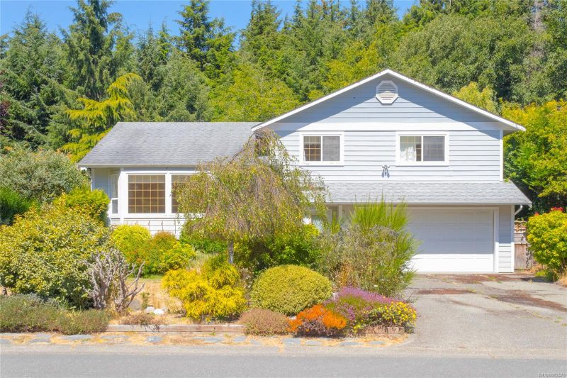 FEATURED LISTING: 7258 Francis Rd