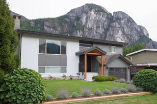 Photo 1: 38148 HEMLOCK Avenue in Squamish: Valleycliffe House for sale : MLS®# R2619810