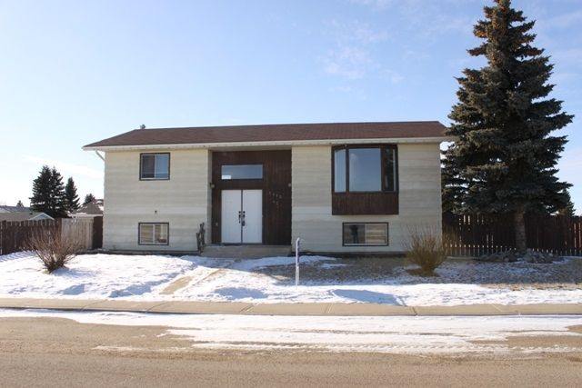 Main Photo: 5210 43 St.: Tofield House for sale : MLS®# E4225649