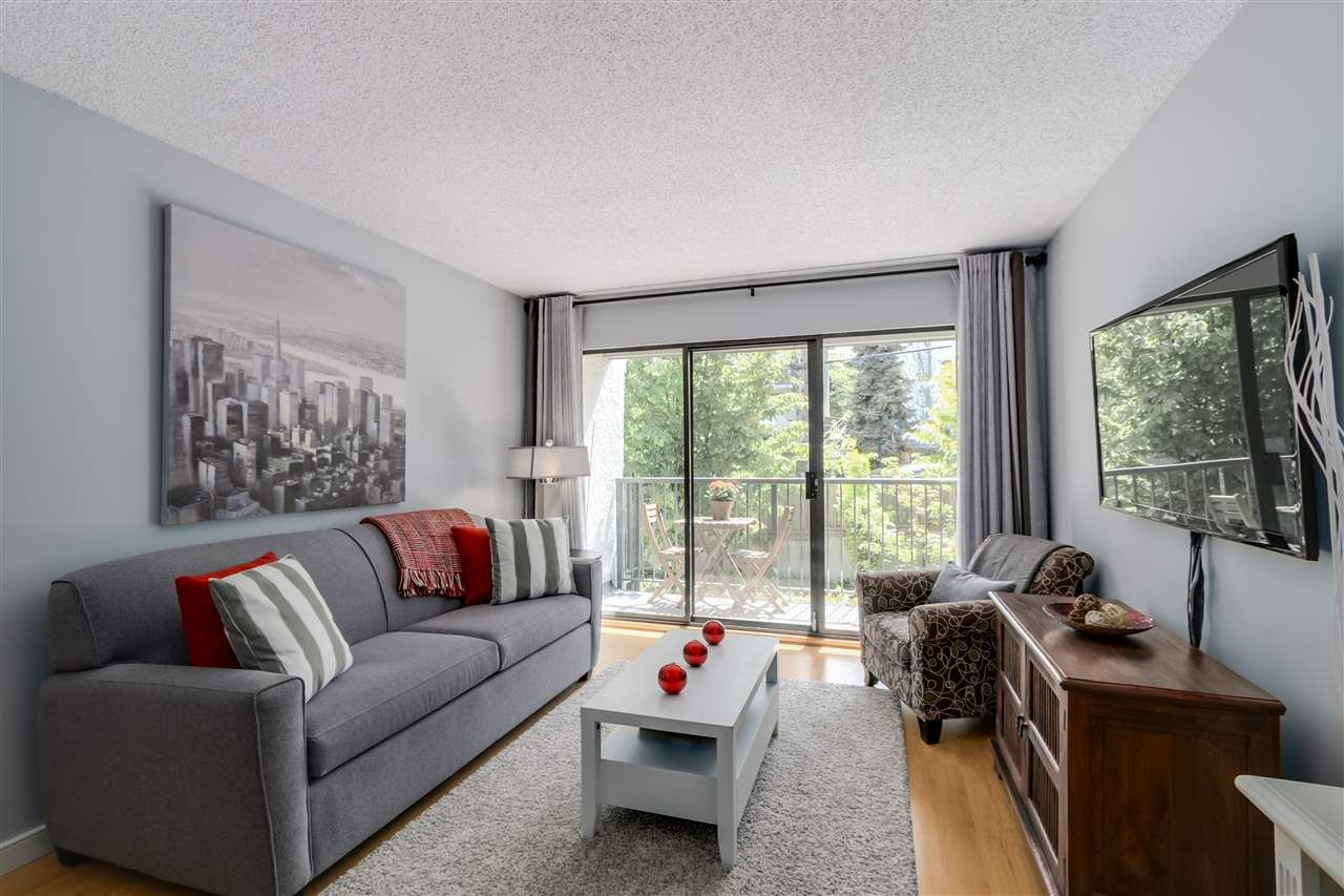 """Main Photo: 303 2120 W 2ND Avenue in Vancouver: Kitsilano Condo for sale in """"ARBUTUS PLACE"""" (Vancouver West)  : MLS®# R2063971"""