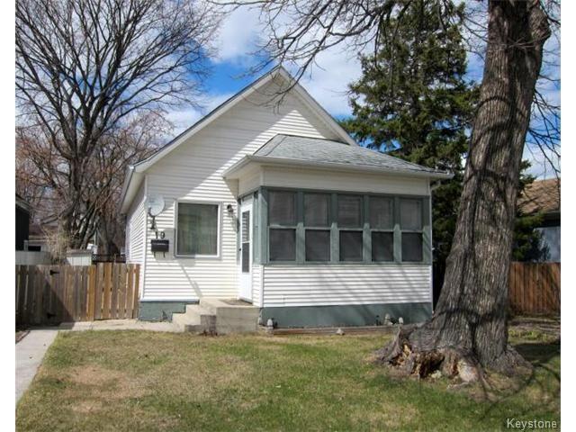Main Photo: 19 Guay Avenue in WINNIPEG: St Vital Residential for sale (South East Winnipeg)  : MLS®# 1409385