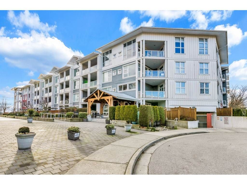 """Main Photo: 118 4500 WESTWATER Drive in Richmond: Steveston South Condo for sale in """"COPPER SKY WEST"""" : MLS®# R2434248"""