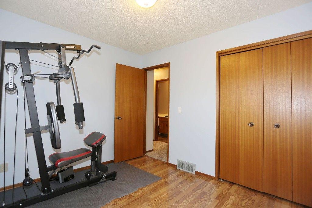 Photo 19: Photos: 2 Hazel Park Drive in Winnipeg: Richmond West Single Family Detached for sale (1S)  : MLS®# 1728254