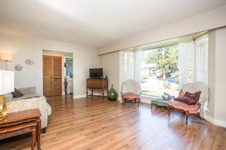 Photo 11: 15500 OXENHAM Avenue: White Rock House for sale (South Surrey White Rock)  : MLS®# R2620472