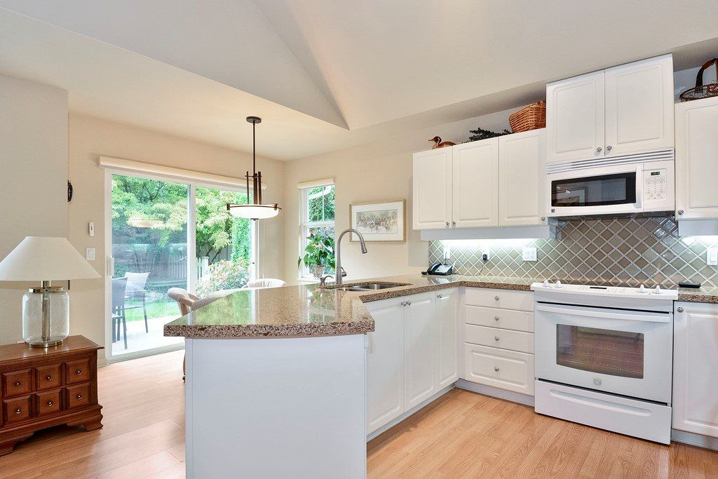 """Photo 9: Photos: 22 14877 33RD Avenue in Surrey: King George Corridor Townhouse for sale in """"Sandhurst"""" (South Surrey White Rock)  : MLS®# R2206509"""