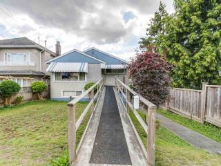 """Photo 2: 4281 VICTORIA Drive in Vancouver: Victoria VE House for sale in """"CEDAR COTTAGE"""" (Vancouver East)  : MLS®# R2151080"""