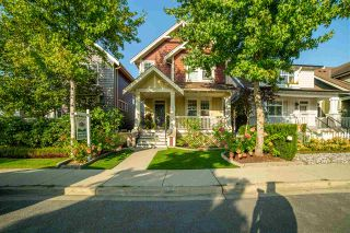 """Photo 3: 23009 JENNY LEWIS Avenue in Langley: Fort Langley House for sale in """"Bedford Landing"""" : MLS®# R2506566"""