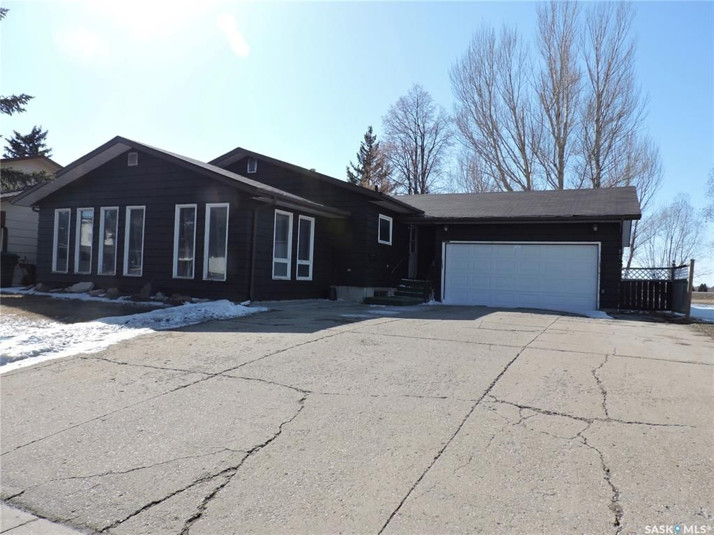 Main Photo: 70 McNeil Crescent in Yorkton: Heritage Heights Residential for sale : MLS®# SK847556