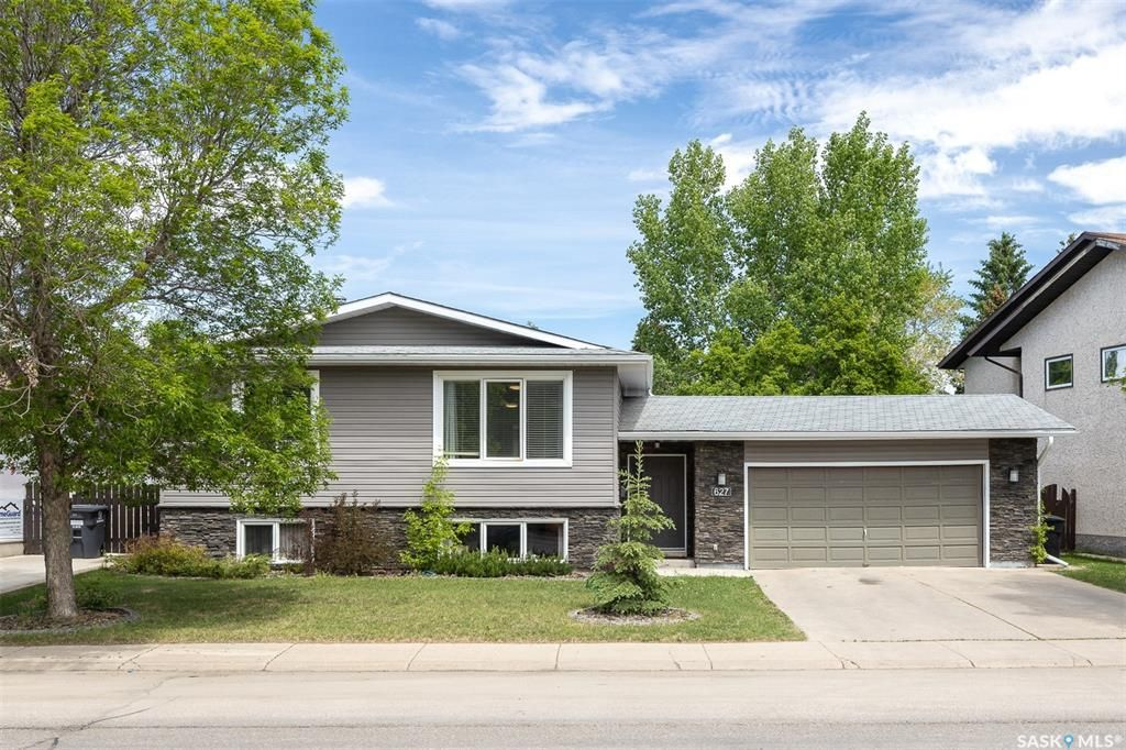 Main Photo: 627 Kingsmere Boulevard in Saskatoon: Lakeview SA Residential for sale : MLS®# SK858373