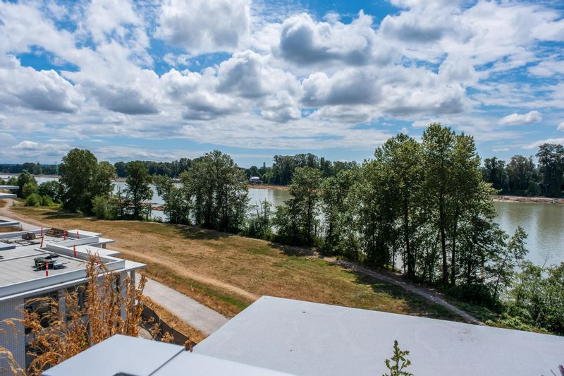 FEATURED LISTING: 602 - 3188 RIVERWALK Avenue Vancouver