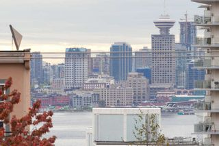 """Photo 11: 205 131 W 4TH Street in North Vancouver: Lower Lonsdale Condo for sale in """"Nottingham Place"""" : MLS®# R2003888"""