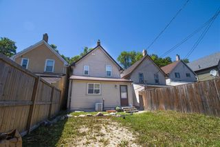 Photo 4: 661 Toronto Street in Winnipeg: West End Residential for sale (5A)  : MLS®# 202114900