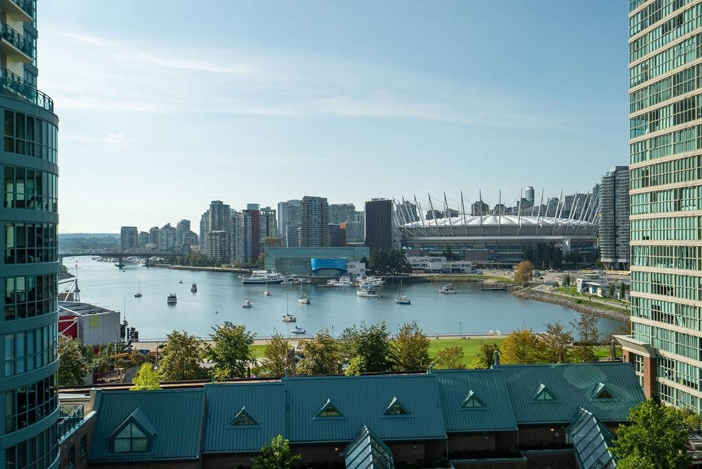 """Main Photo: 1105 1159 MAIN Street in Vancouver: Downtown VE Condo for sale in """"City Gate II"""" (Vancouver East)  : MLS®# R2419531"""