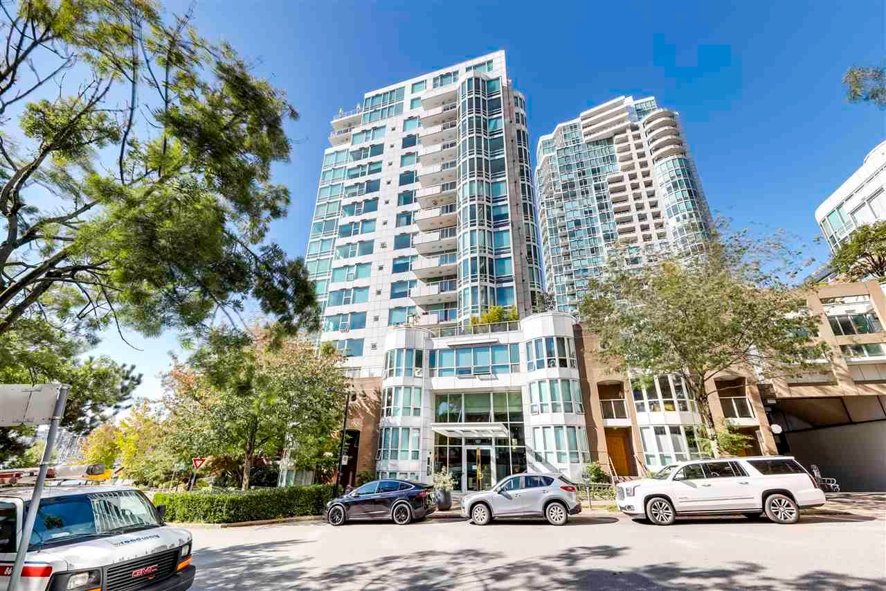"""Main Photo: 504 1501 HOWE Street in Vancouver: Yaletown Condo for sale in """"888 BEACH"""" (Vancouver West)  : MLS®# R2589803"""