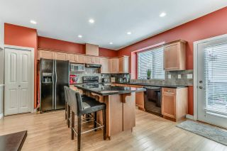 """Photo 8: 18068 70 Avenue in Surrey: Cloverdale BC Condo for sale in """"Provinceton"""" (Cloverdale)  : MLS®# R2186482"""