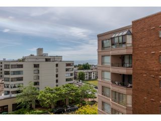 """Photo 11: 707 15111 RUSSELL Avenue: White Rock Condo for sale in """"PACIFIC TERRACE"""" (South Surrey White Rock)  : MLS®# R2074159"""