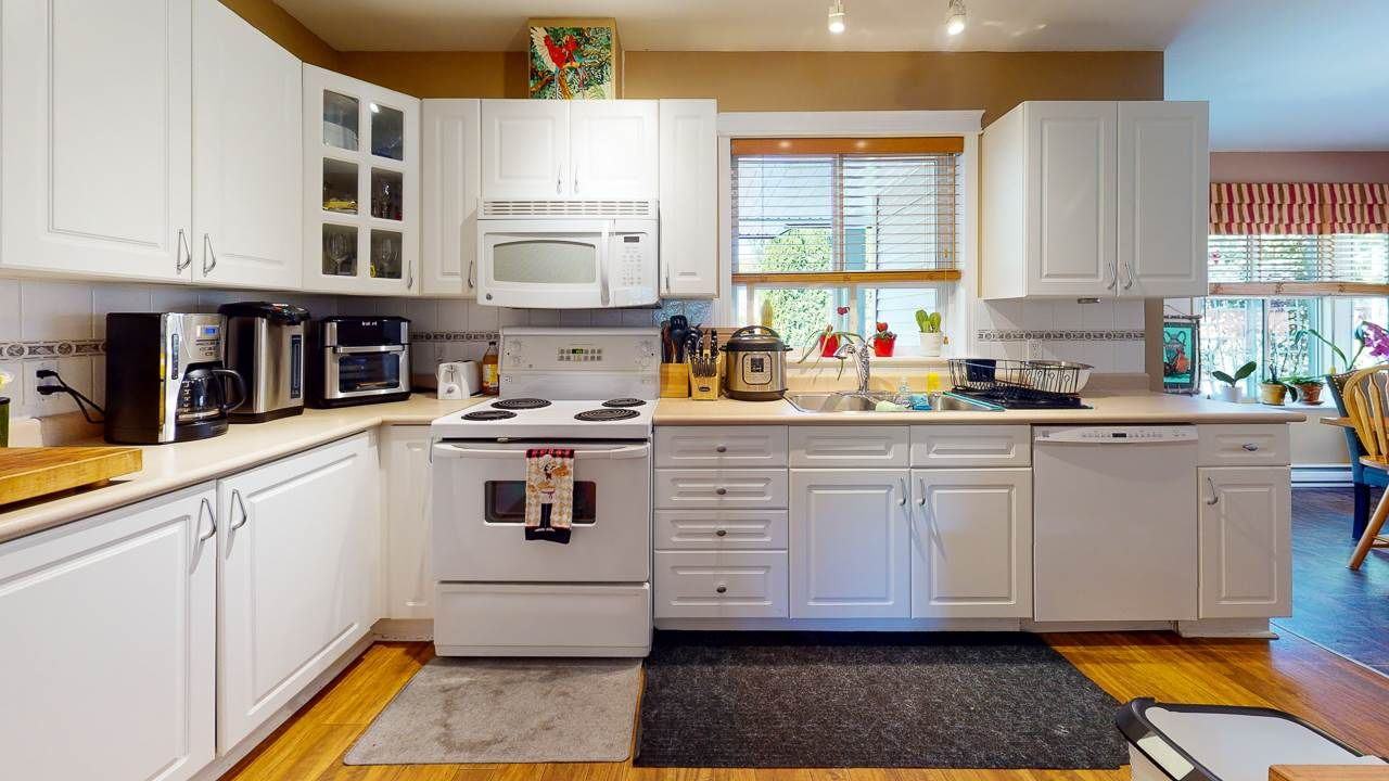 Photo 6: Photos: 5682 CASCADE Crescent in Sechelt: Sechelt District House for sale (Sunshine Coast)  : MLS®# R2488807