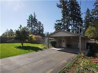 Main Photo: 709 Kelly Rd in VICTORIA: Co Hatley Park House for sale (Colwood)  : MLS®# 570145