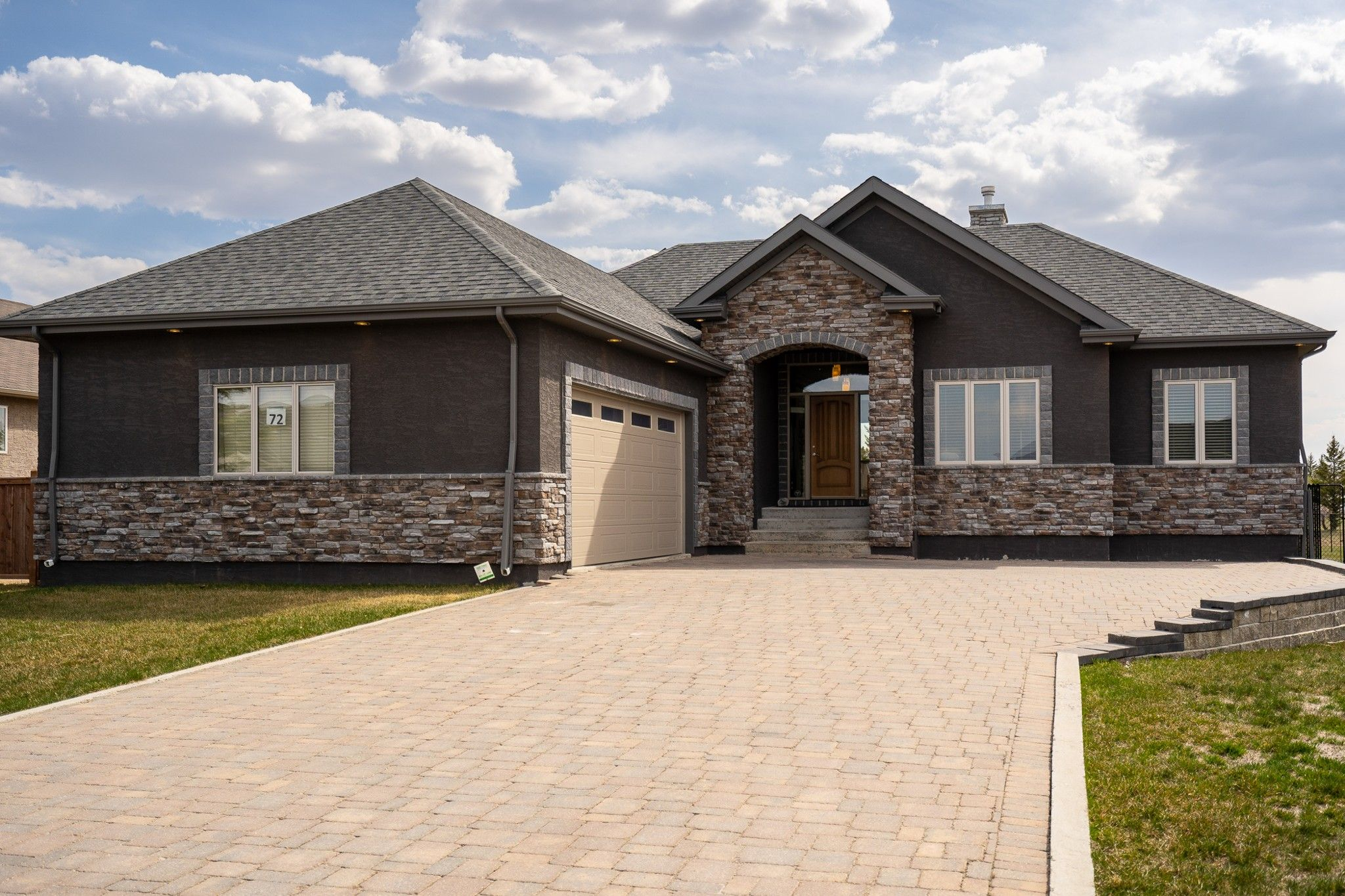 Main Photo: 72 Settler's Trail in Lorette: Serenity Trails House for sale (R05)  : MLS®# 202111518