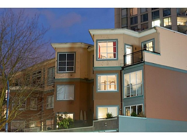 """Main Photo: 404 131 W 3RD Street in North Vancouver: Lower Lonsdale Condo for sale in """"Seascape Landing"""" : MLS®# V1036613"""