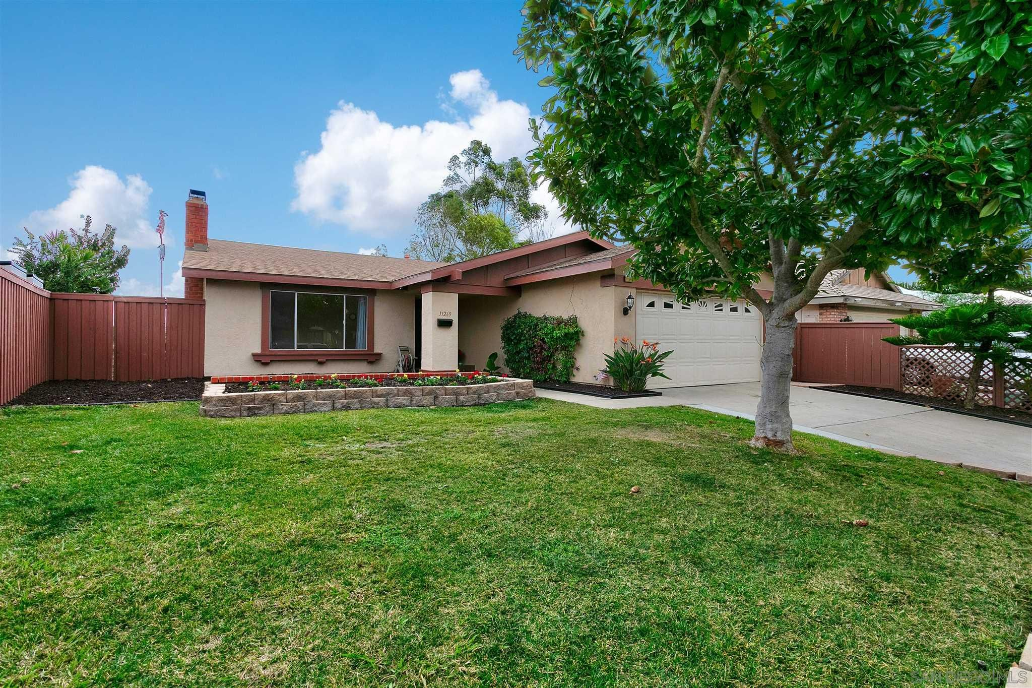Main Photo: RANCHO PENASQUITOS House for sale : 4 bedrooms : 11269 Linares in San Diego